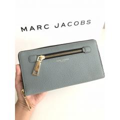 【Marc Jacobs】M0008462 GOTHAM TRAVEL WALLET