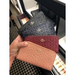 COACH コーチ エンボス シグネチャー長財布 accordion zip wallet in signature leather F54805