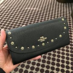 【COACH】フローラルリベット付 エンベロープ長財布 slim envelope wallet with floral rivets F38675
